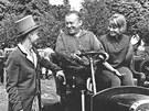 Karel Zeman s dětmi Ludmilou a Karlem (1960)