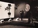 Karel Zeman v ateliéru při natáčení filmu Baron Prášil