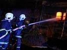 Hasiči zasahují u požáru rodinného domu v Sendraži na Náchodsku. (foto: Michal...