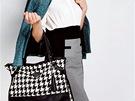 Klobouček a sako a la Chanel je perfektní volba pro elegantní look. Sukně nad