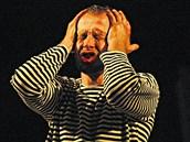 Ond�ej Mal� v roli herce Hendrika H�fgena v dramatu Mefisto.