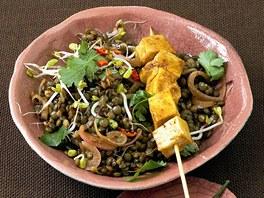 Čočkový salát s marinovaným tofu