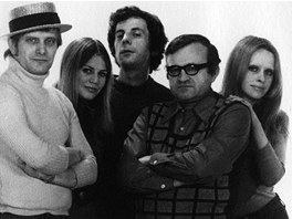Hv�zdy divadla Semafor v 70. letech (zleva Ji�� Such�, Jitka Molavcov�, Ji�� D.