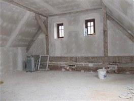 Obytné podkroví s pokojíčkem pro malou dceru je zateplené minerální vatou.