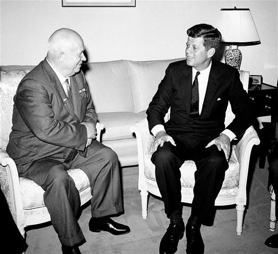 Krize skončila 28. října, kdy Nikita Chruščov souhlasil s demontáží své...