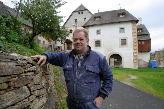 Naprostou většinu oprav dělá její majitel, Zdeněk Švejda, vlastníma rukama.