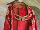 Vyšívaný svrchní liturgický plášť se nazývá pluviál. Název byl odvozen z