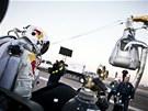 Felix Baumgartner a kapsule, která jej vyvezla do stratosféry.