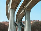 RADOTÍNSKÁ KRÁSA. Samozřejmě, že pro lidi jsou mosty hlavně místem, po němž se