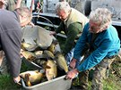 Ryby pro Luhačovickou přehradu dorazily ze sádek v Koryčanech.