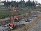 Na Plumlovské přehradě se naplno rozběhly práce na opravě hráze. Na snímku pod