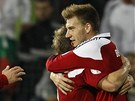 VYROVNÁNO. Útočník Nicklas Bendtner (vpravo) se vrátil do dánského týmu a hned zařídil remízu s Bulharskem.