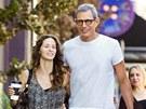 Jeff Goldblum a Emilie Livingstonová (15. října 2012)