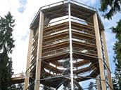 Stezka korunami stromů byla na vrcholu Kramolína u Lipna nad Vltavou otevřena