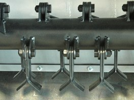 Nože cepovače jsou uložené tak, aby rovnoměrně pokryly celou plochu záběru.