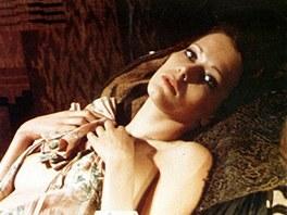 Nizozemsk� modelka a here�ka Sylvia Kristelov� ve filmu Emmanuelle (1974)