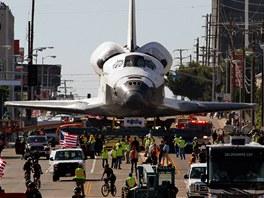 NA CESTĚ DO DŮCHODU. Raketoplán Endeavour se 12. října vydal na svou poslední...