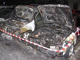 Oheň poničil čtyři automobily v Havířově. (12. října 2012)