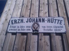 Erzherzog Johann - Hütte, horská bouda pod Grossglocknerem ve výšce 3454 m,...