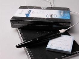 Psát jde na dodávané papíry (bloky, diáře nebo nálepky), také si můžete