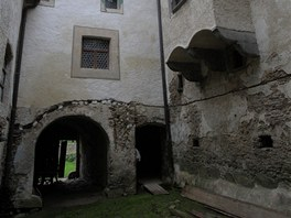 Během let, kdy ruinu dává dohromady, zastavila Švejdu až borelióza a totální...