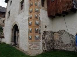 První zmínka o tvrzi pochází z roku 1384, ale už tehdy byla nejméně dvě stě let...