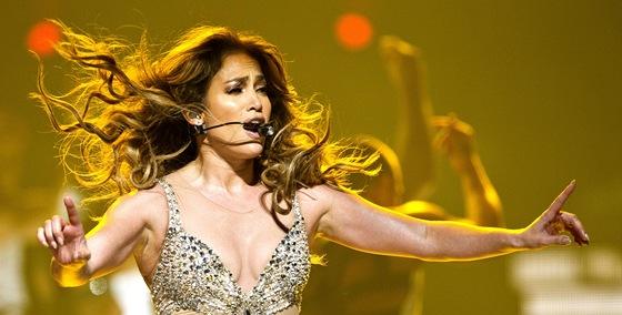 Jennifer Lopezová při vystoupení v O2 areně (Praha, 26. října 2012)