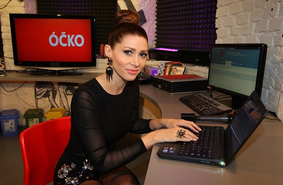 Tereza Kerndlov� si s div�ky ��ka pokl�bosila prost�ednictv�m on-line...