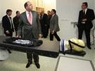Kybernetický nůž v Ostravě si při zahájení provozu v srpnu 2010 prohlédl i