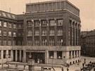 Budova České spořitelny v centru Ostravy ve třicátých letech minulého století.