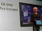 Základní verze tabletu Surface bez obalu Touch Cover (klávesnice) stojí 499...