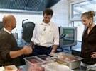 Pohlreich poučuje kuchaře, že s masem musí zacházet přesně podle předpisů, ne...