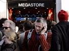 Fanou�ci �ekaj� na l�stky st�ede�n�ho koncertu v Rolling Stones  pa��sk�m