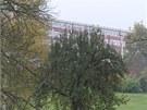 Hotel Lázně Kostelec, který obsadila policejní zásahová jednotka.