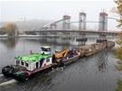 Výstavba Trojského mostu se dostala do unikátní fáze. Dělníci pomocí dutých