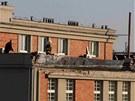 Okraj střechy olomoucké polikliniky SPEA, z níž se utrhla římsa.