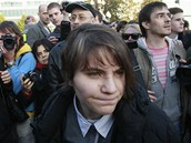 Členka Pussy Riot Jekatěrina Samucevičová v Moskvě, kde lidé podporovali
