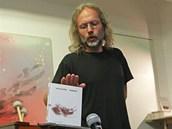 Básník Petr Hruška představuje svou zatím poslední sbírku Darmata.