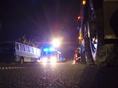 Po��r motoru autobusu u Ostravy se poda�ilo rychle zlikvidovat. (24. ��jna