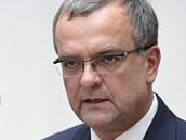 Ministr financ� Miroslav Kalousek a ��f poslanc� TOP 09 a Starost� Petr Gazd�k
