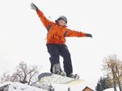 V Orlických horách kluci okamžitě vytáhli snowboardy a trénovali na čerstvém