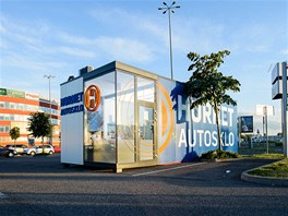 Mobilní autodílna Hornet Autosklo/Bratislava – dodala KOMA MODULAR