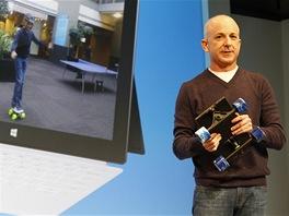 Steven Sinofsky si z tabletu Surface udělal skateboard. Chtěl tak názorně...