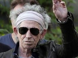 Keith Richards m�v� fotografum p�ed pa��sk�m koncertem Rolling Stones