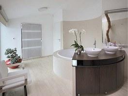 Způvodního vybavení koupelny si noví majitelé ponechali kruhovou vanu, zčásti