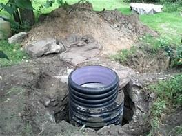 Jímku majitel vybudoval ve staré vyschlé studni.