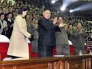 Severokorejský vůdce Kim Čong-un a jeho mladá žena Ri Sol-ču na koncertu