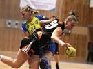 Martina Weisenbilderová z Mostu se snaží dostat míč pod kontrolu během zápasu s Michalovcemi.