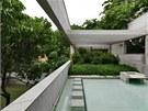 Pohled z nejvyšší terasy do atria zahrady domu