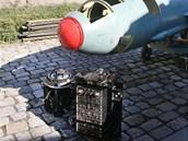 Řízená střela P22. Před ní je položená samonaváděcí infrahlavice a autopilot.